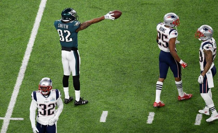 El jugador de los Eagles de Filadelfia Torrey Smith (i) durante el Super Bowl LII, disputado ante los Patriots de Nueva Inglaterra en el US Bank Stadium in Minneapolis, Minnesota. EFE