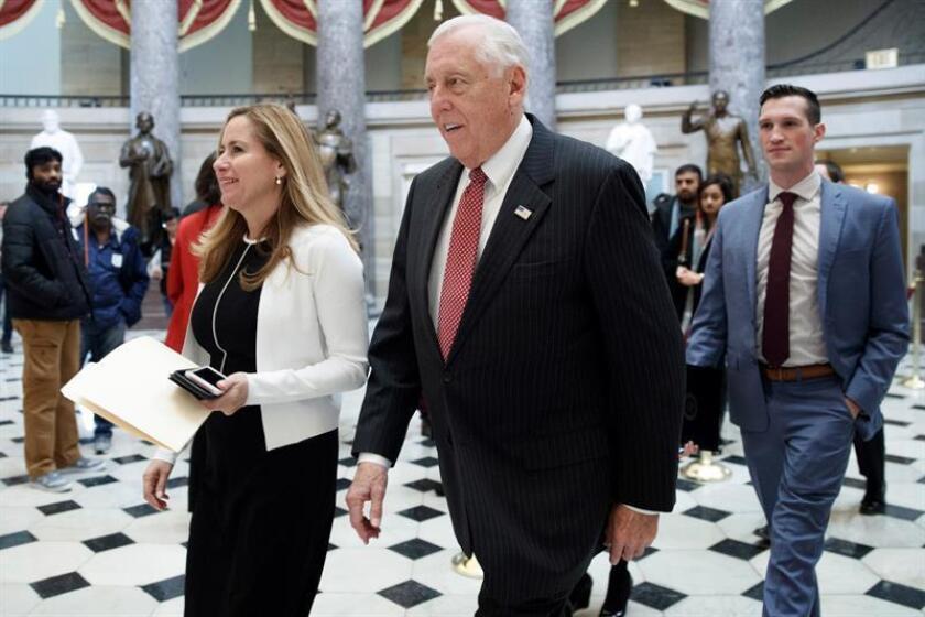Legisladores demócratas dicen que hay un desafío humanitario en frontera EE.UU.