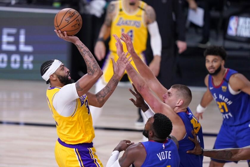 El alero de los Lakers de Los Angeles Anthony Davis