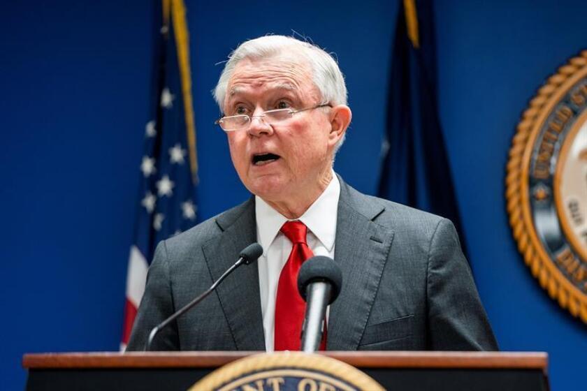 El fiscal general estadounidense, Jeff Sessions, pronuncia un discurso durante en un evento sobre criminalidad internacional en Washington D.C (Estados Unidos) hoy, 15 de octubre del 2018. EFE