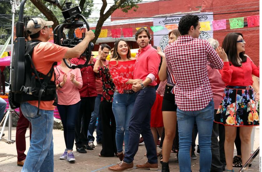 """Zuria Vega en una escena de """"Mi Marido tiene familia""""."""