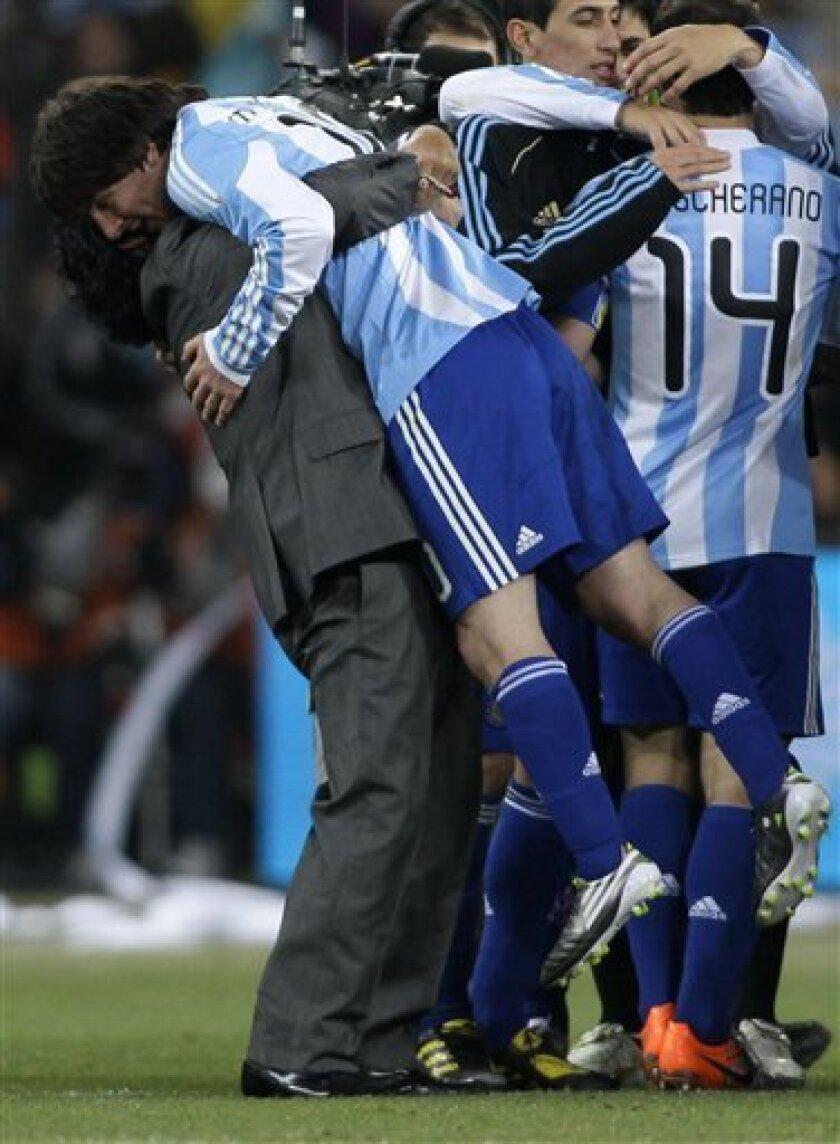 Maradona S A Man Of Few Tactical Words The San Diego Union Tribune
