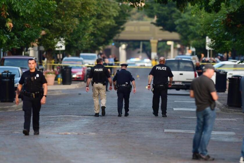 Policía de Ohio investiga por qué un hombre disparó a su hermana y 8 personas