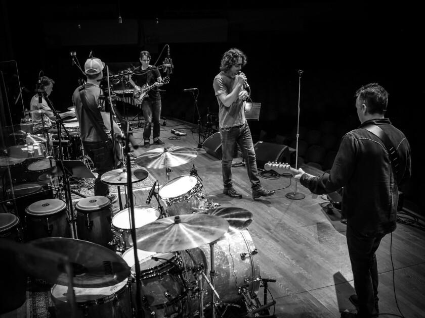 La banda Temple of the Dog reúne a músicos con una larga trayectoria en la escena del rock estadounidense, y pese a que solo lanzó un disco en los '90, su reunióm está provocando furor.