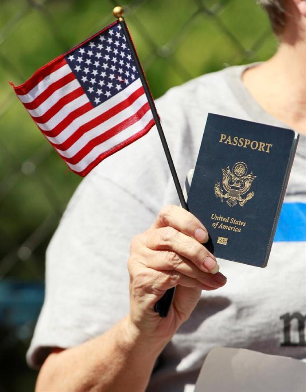 Comienzan a tramitarse pasaportes en P.Rico tras suspensión por paso huracán