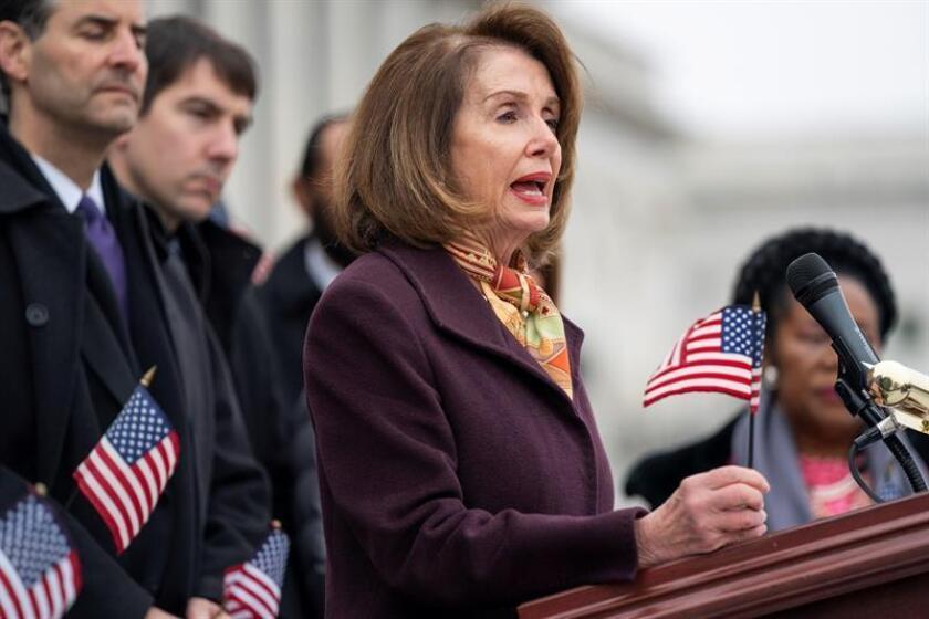 Por su parte, la presidenta de la Cámara de Representantes, la demócrata Nancy Pelosi, consideró que aprobar esta medida es vital para que el Congreso restablezca la confianza de los votantes sobre la idea de que sus miembros trabajan por el interés público. EFE
