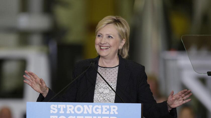 """El plan, llamado """"Mi Sueño, Tu Voto"""", se lanza coincidiendo con el cuarto aniversario este lunes de la apertura de solicitudes para el programa de Acción Diferida para los Llegados en la Infancia (DACA), explicó la campaña de Clinton en un comunicado."""