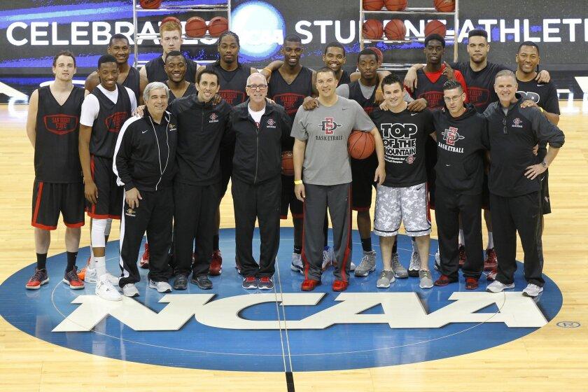 SDSU coach Steve Fisher and the Aztecs take a team photo in Spokane.