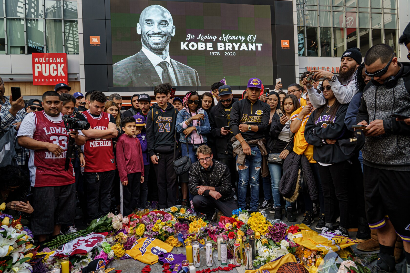 Kobe Bryant's death in helicopter crash stuns the world, leaves L.A. grieving