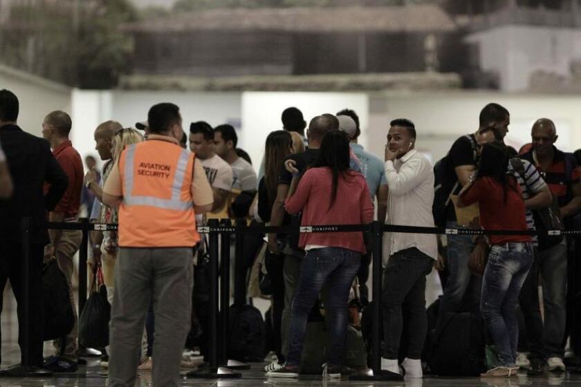 Vista de pasajeros en el aeropuerto Daniel Oduber en Liberia (Costa Rica). EFE/Jeffrey Arguedas/Archivo