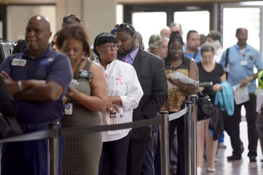 Un grupo de trabajadores afroamericanos presentaron una demanda colectiva en una corte federal de Chicago (Illinois) en la que acusan a agencias de empleo locales de discriminarlos a favor a latinos indocumentados, se informó hoy. EFE/ARCHIVO