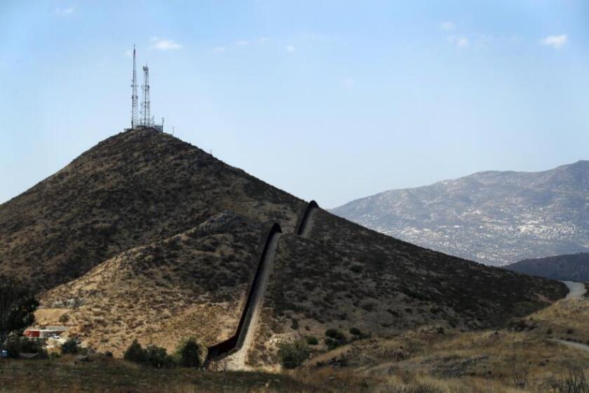 Demandan al Gobierno por el riesgo a la vida salvaje con el muro fronterizo