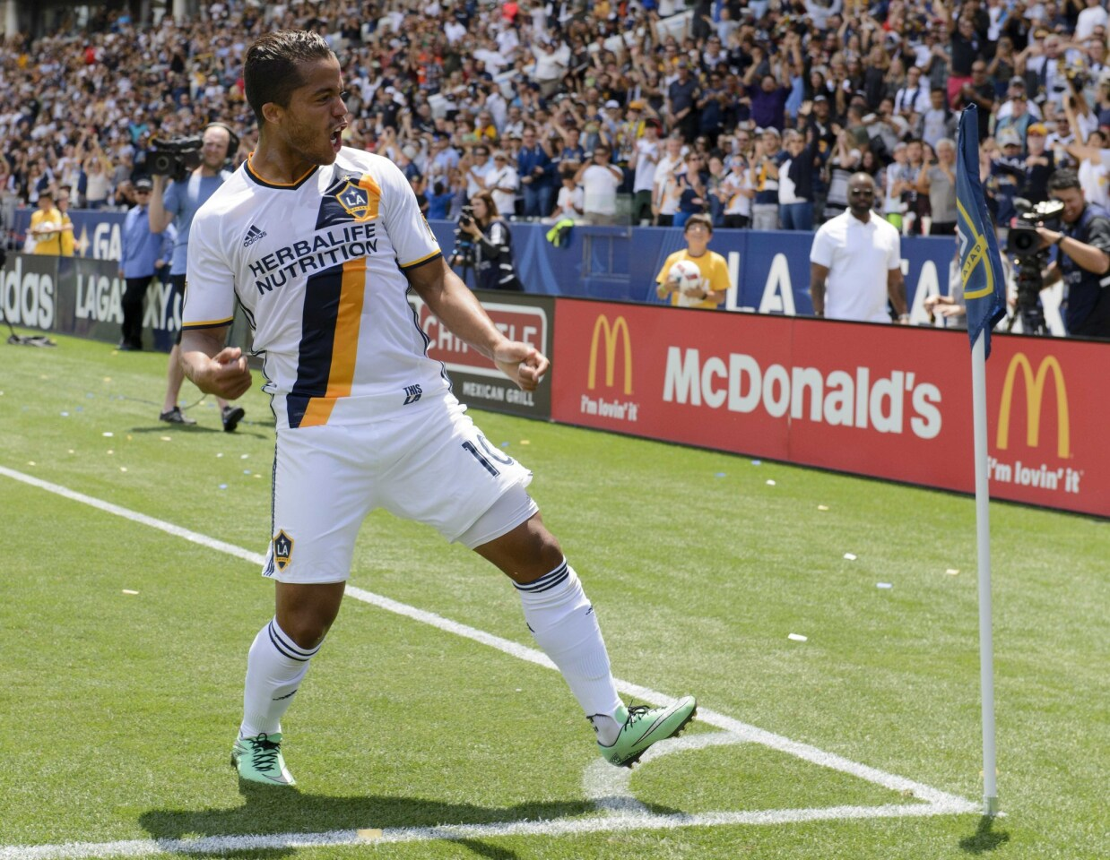 May 8, 2016; Carson, CA, USA; LA Galaxy forward Giovani dos Santos (10) celebrates after scoring a goal against the New England Revolution during the first half at StubHub Center. Mandatory Credit: Kelvin Kuo-USA TODAY Sports ** Usable by SD ONLY **