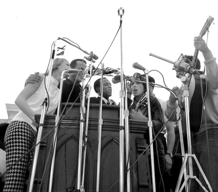Leon Bibb, center, a stirring baritone who learned to sing in church choirs, performs with (from left) Mary Travers, Harry Belafonte, Joan Baez and Oscar Brand at the 1965 march from Selma to Montgomery, Ala.