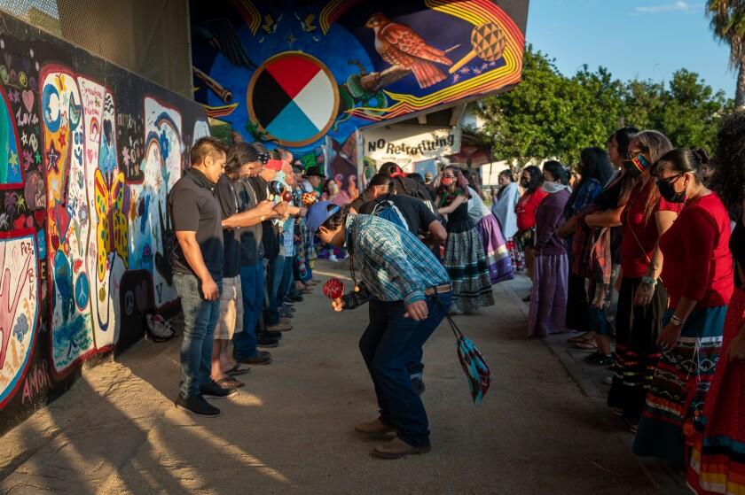 Mural del Parque Chicano, de la artista Carmen Linares Kalo, honra la historia de la creación de los Kumiai