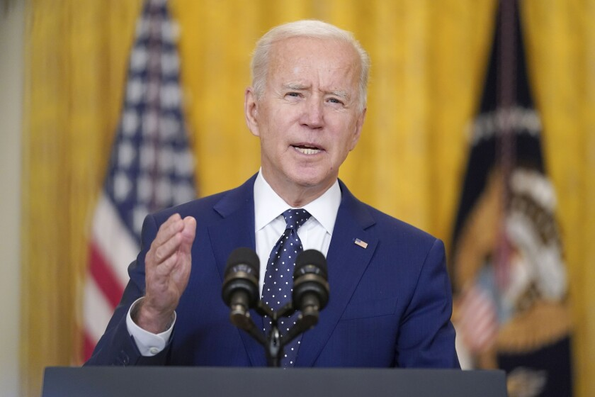 Fotografía de archivo del 15 de abril de 2021 del presidente Joe Biden en la Sala Este de la Casa Blanca