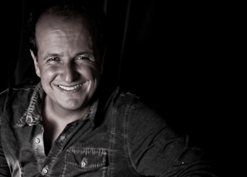 El colombiano Julio Reyes Copello, que vive en Miami, es un colaborador permanente y amigo cercano del cantante Marc Anthony.