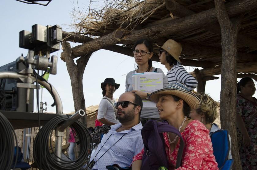 """Ciro Guerra y Cristiana Gallego (abajo) durante el rodaje de """"Pájaros de verano"""", que se estrenó hoy en Los Ángeles."""