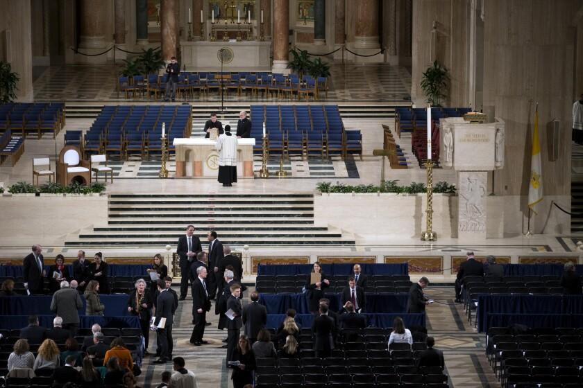 Vista de la zona del altar antes de la misma fúnebre por el difunte juez de la Corte Suprema Antonin Scalia en la Basílica de la Inmaculada Concepción en Washington, sábado 20 de febrero de 2016. (Doug Mills/The New York Times via AP, Pool)