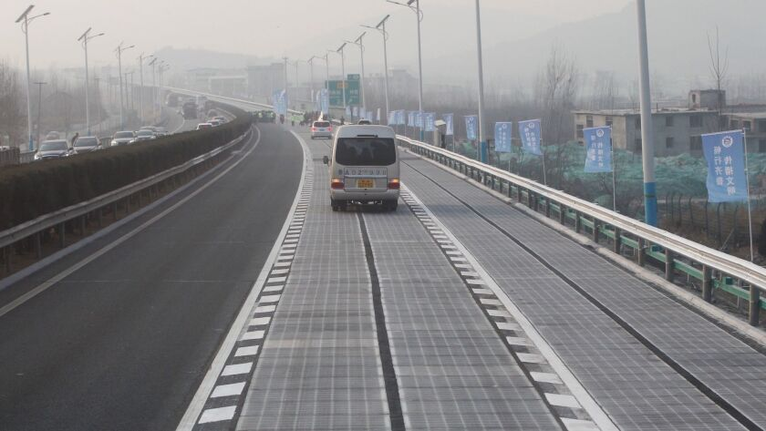 China's solar energy-collecting highway in Jinan, which opened in December, was forced to close after thieves stole or damaged some of the solar panels.