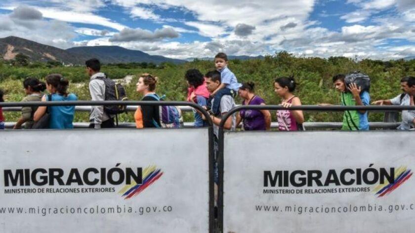 El presidente colombiano, Juan Manuel Santos, anunció este jueves que su gobierno dejará de expedir Tarjetas de Movilidad Fronterizas (TMF) utilizadas para facilitar el tránsito de venezolanos en la frontera con su país.
