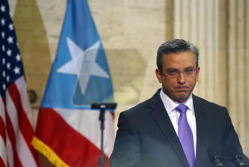 Legisladores del gobernante Partido Nuevo Progresista (PNP) anunciaron hoy la puesta en marcha de una investigación sobre supuestas transacciones irregulares realizadas por miembros de la administración del exgobernador de Puerto Rico Alejandro García Padilla. EFE/ARCHIVO