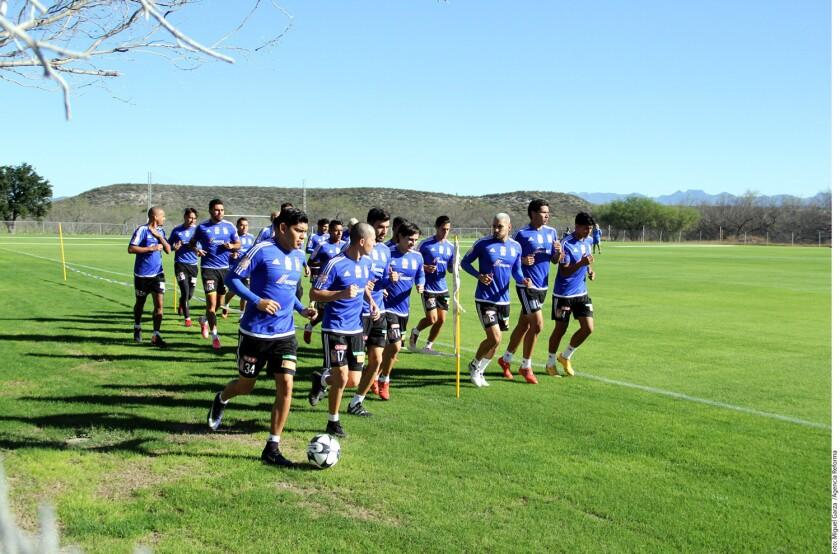 Los suplentes de Tigres se alistan para estrenar la corona del futbol mexicano.