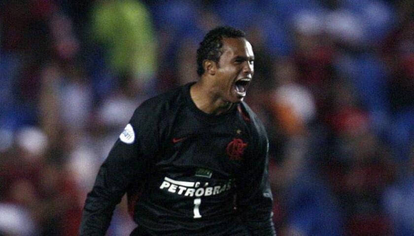 Fotografía de archivo de Bruno Fernandes, excapitán del Flamengo y condenado a más de 20 años de prisión por el asesinato de su exnovia. EPA/MARCELO SAYA/Archivo