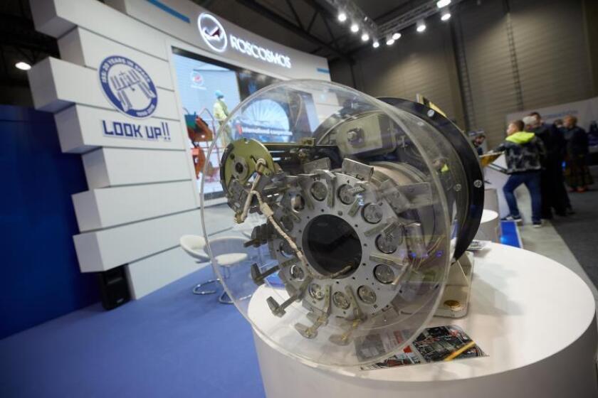 Un producto de la compañía Roscosmos la Exhibición aeroespacial Internacional de Berlín (ILA), en Selchow (Alemania).EFE/Archivo