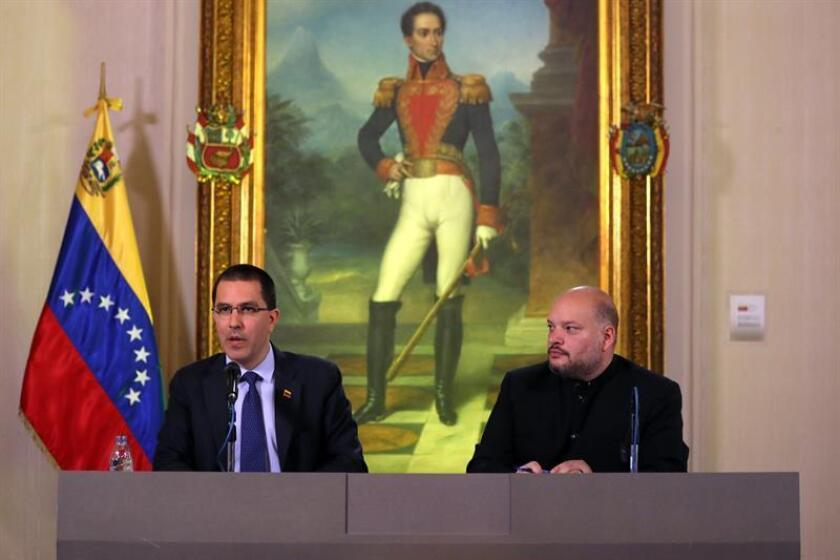 Venezuelan Foreign Minister Jorge Arreaza (L) and Foreign Relations Deputy Minister for North America Carlos Ron during a press conference in Caracas, Venezuela, 28 January 2019. EFE-EPA/ Miguel Gutierrez