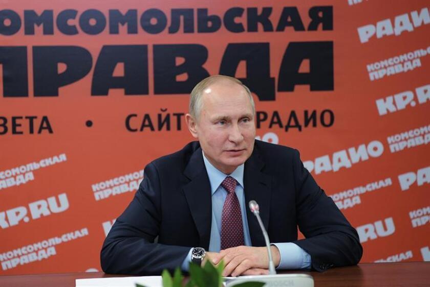 El presidente ruso, Vladímir Putin, asiste a una reunión con los directores de los principales medios de comunicación escritos y agencias de información. EFE/ Alexei Druzhinin/POOL/Archivo