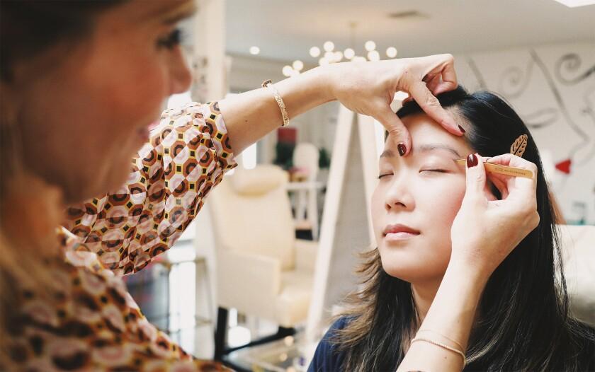 Eyebrow expert Kristie Streicher at work