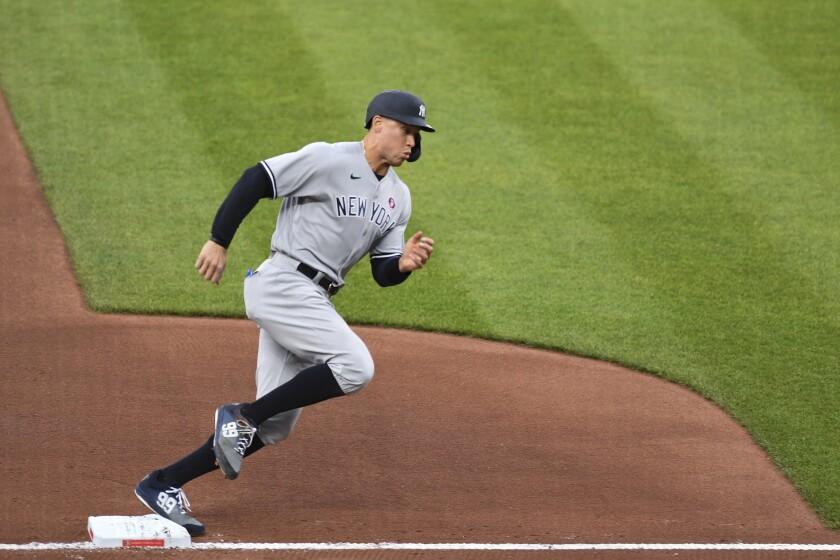 Aaron Judge, de los Yanquis de Nueva York, da vuelta por tercera para anotar en el primer inning del juego del sábado 15 de mayo de 2021 ante los Orioles de Baltimore (AP Foto/Terrance Williams)