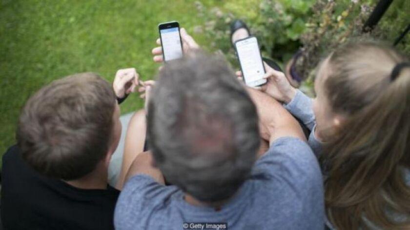 Unas 3.000 millones de personas, en torno al 40% de la población mundial, utiliza las redes sociales digitales y se calcula que cada una dedica dos horas al día.