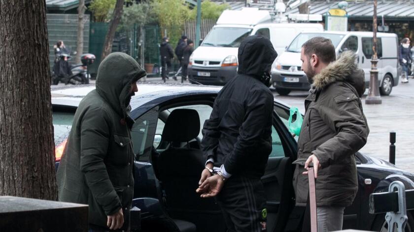 Un sospechoso de robo a Kim Kardashin en octubre de 2016, es denido por las autoridades el lunes 9 de enero. Marc Piasecki / Getty Images.