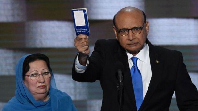 Ghazala y Khizr Khan, padres del capitán Humayun Khan muerto en Irak, se han enfrentado públicamente con Trump en los últimos días.