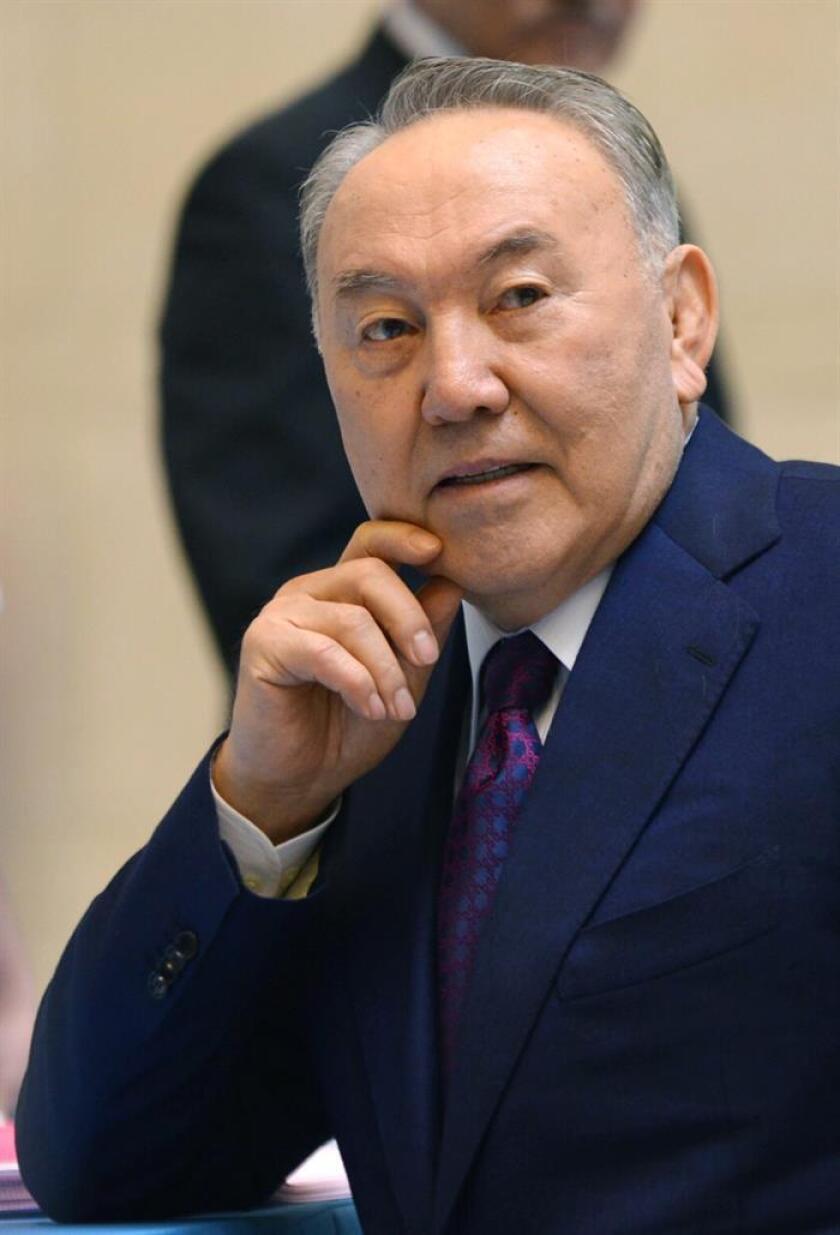 El presidente, Donald Trump, recibirá el 16 de enero en la Casa Blanca a su homólogo kazajo, Nursultán Nazarbáyev, para abordar la situación en Afganistán y hablar sobre el fortalecimiento de las relaciones bilaterales entre ambos países. EFE/EPA/ARCHIVO