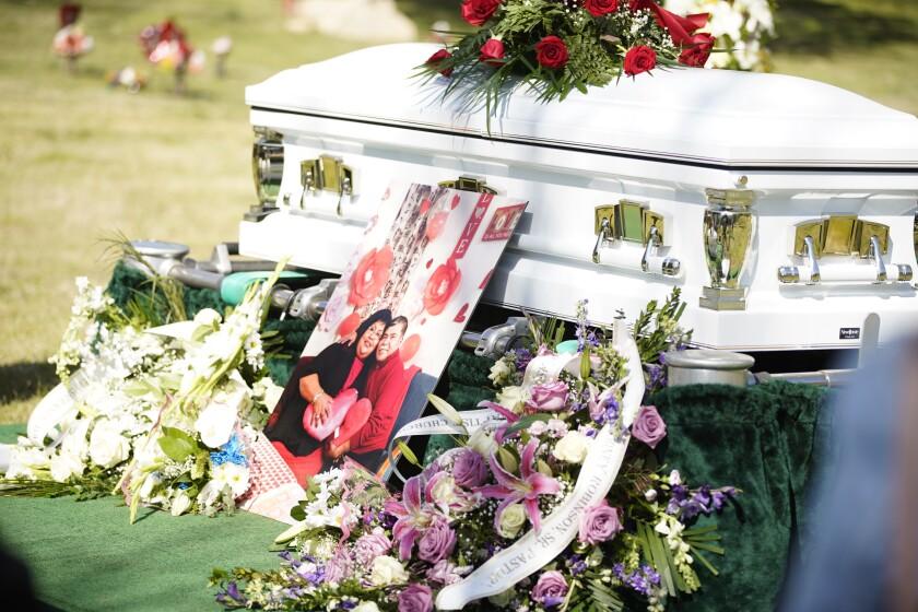 Funeral de los pastores Taurino y Silvia Rivera.