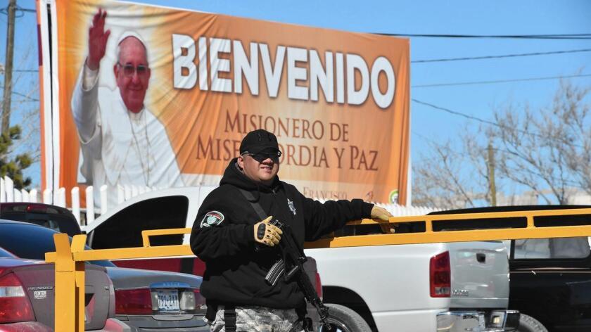 En Ciudad Juárez la gente ya está lista para recibir al papa Francisco el día de hoy.
