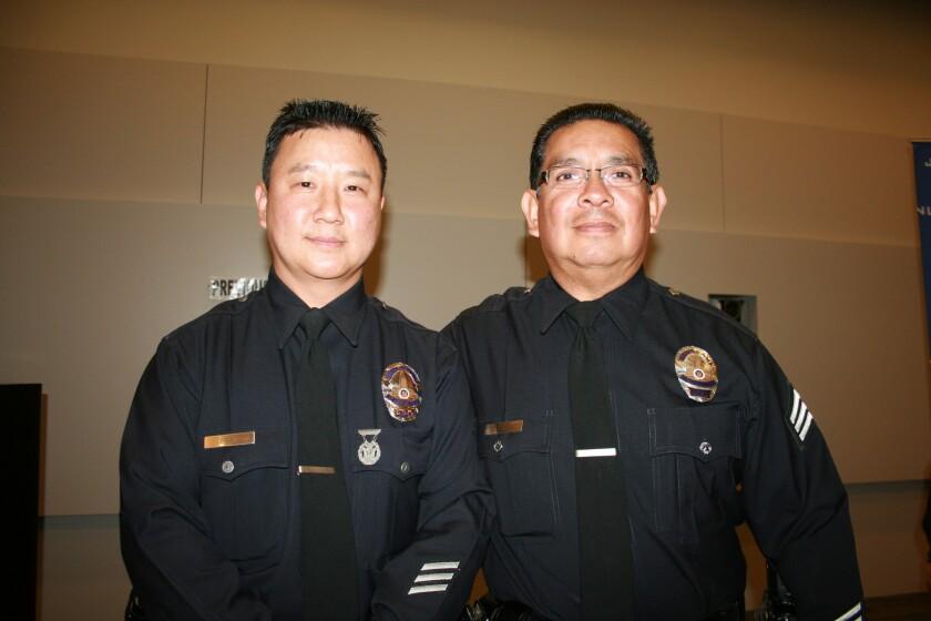 El agente Young Pak y el sargento Victor Arellano, de la estación policial Hollenbeck, evitaron una tragedia al rescatar a menor de un auto en pleno mediodía.
