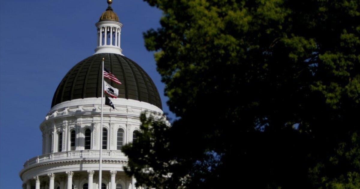 Καλιφόρνια Νομοθέτης επεκτείνει το διάλειμμα πάνω από coronavirus αφορά μέχρι το Μάιο του 4