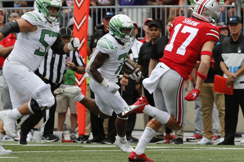 Oregon running back CJ Verdell scores a touchdown against Ohio State.