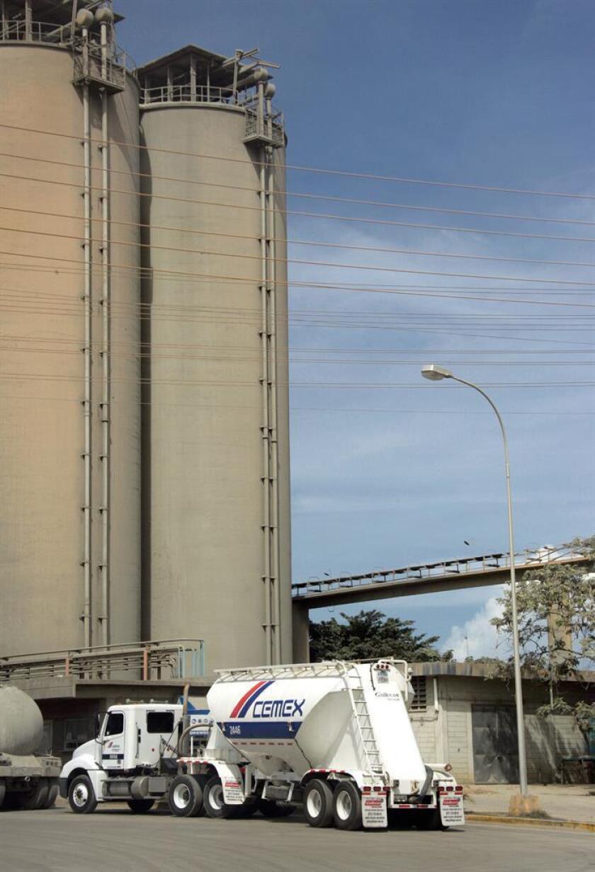 Fotografía de archivo de una fábrica de Cementos Mexicanos (CEMEX). EFE/Héctor Armando Herrera/CEMEX