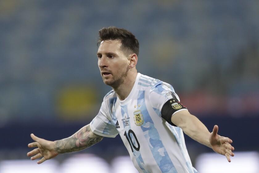 Lionel Messi, de la selección de Argentina, festeja tras marcar el tercer tanto ante Ecuador