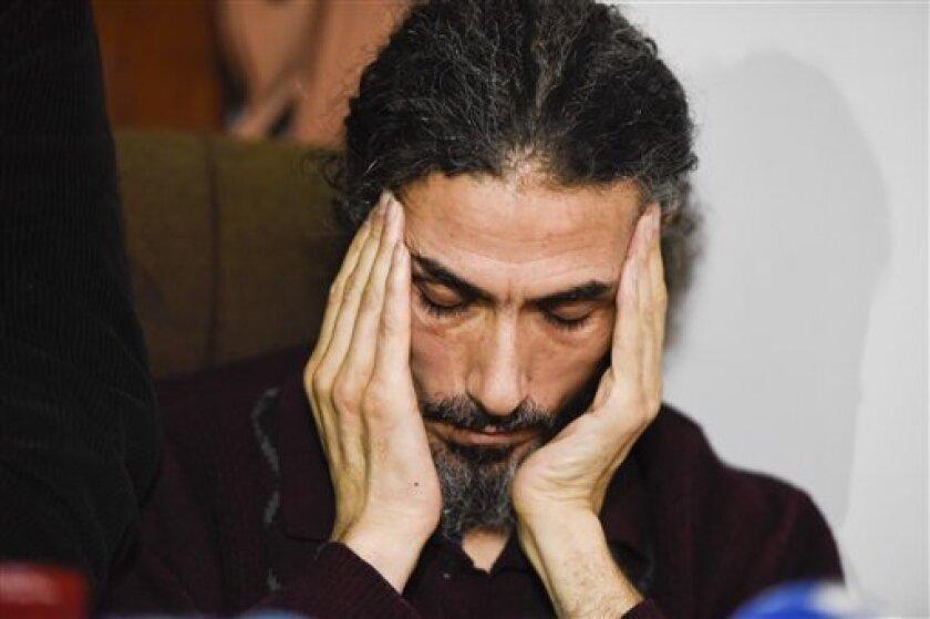 """Jihad Ahmad Diyab, el exrecluso de Guantánamo (Cuba) refugiado en Uruguay, entró hoy en un """"coma superficial"""" debido a la huelga de hambre que mantiene, situación en la que ya se encontró a mediados del pasado mes de septiembre, confirmó a Efe un grupo de sus allegados."""