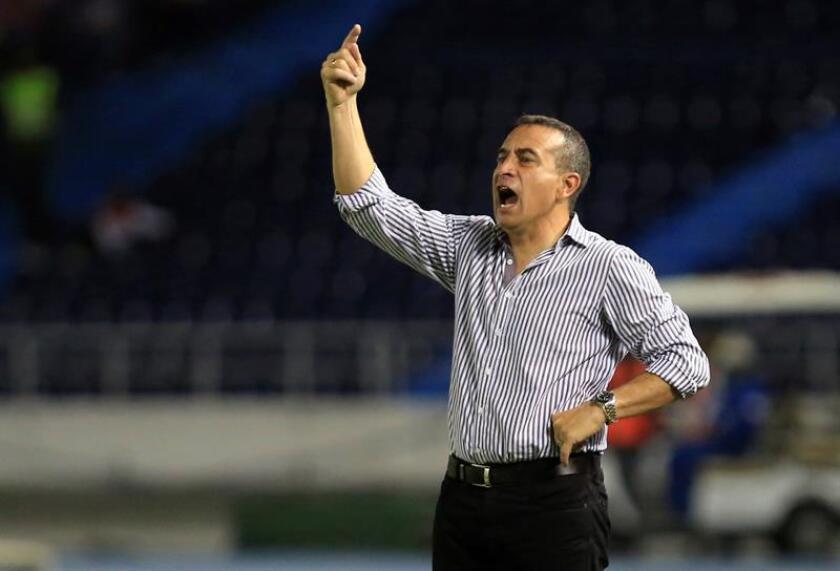 La salida de Sanguinetti ocurrió horas después de que Santa Fe encajara una derrota por 0-1 ante Deportes Tolima, en Bogotá, lo que llevó a la hinchada a pedir la salida del charrúa. EFE/Archivo