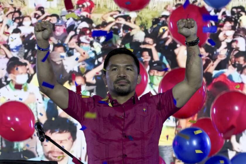 El filipino Manny Pacquiao posa para los fotógrafos durantE
