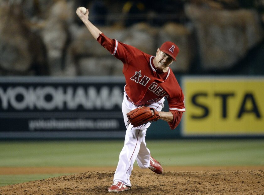 El pitcher Garrett Richards se lució con los Angels.