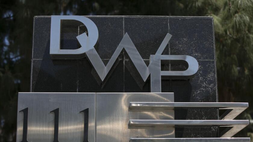 El Departamento de Agua y Electricidad de la ciudad de Los Ángeles (DWP) sostiene que el incremento es necesario para cubrir necesidades de infraestructura y mejorar el servicio al cliente.