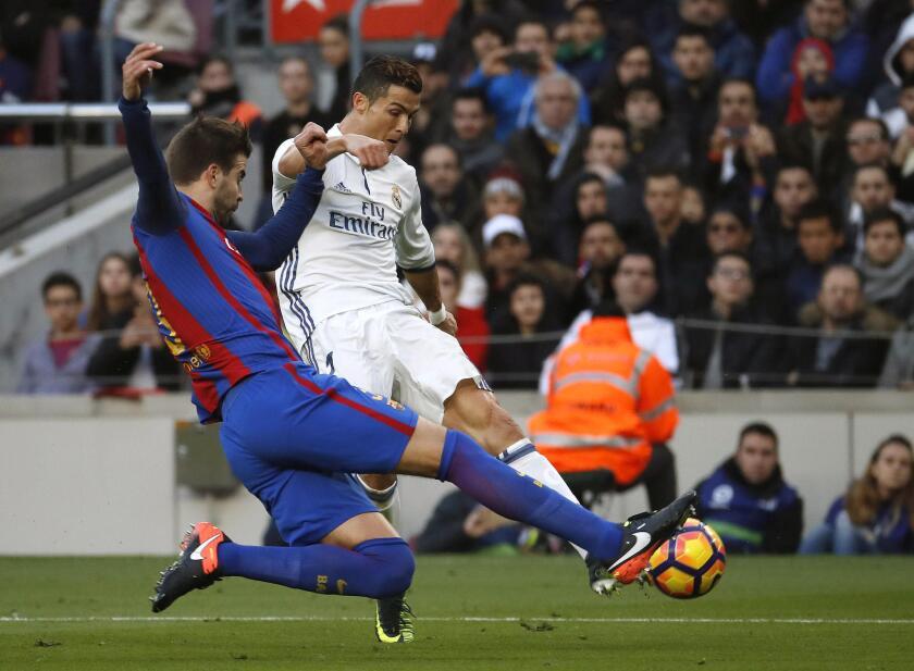 El delantero portugués del Real Madrid, Cristiano Ronaldo, es uno de los jugadores de los que se sospecha que podían haber ocultado dinero para no pagar impuestos.